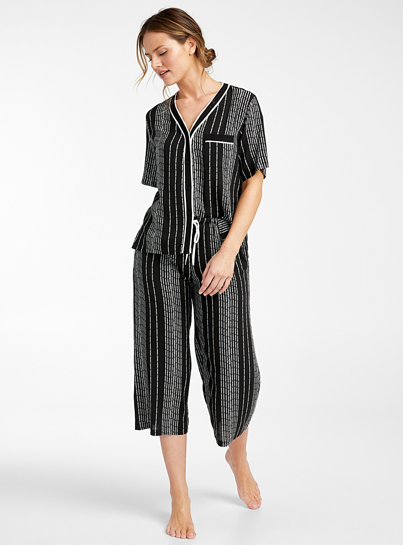 DKNY Patterned Black Vertical signature pyjama set for women