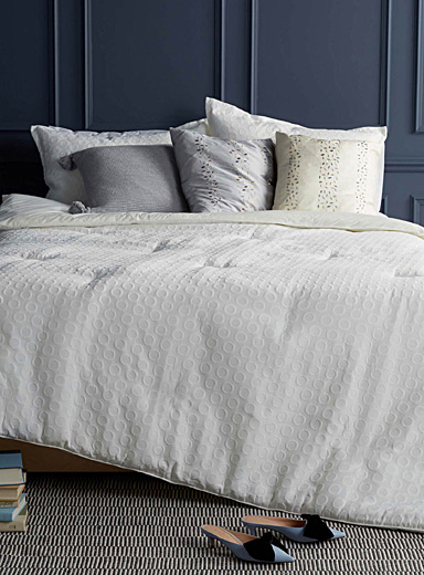 Embossed circle jacquard comforter set