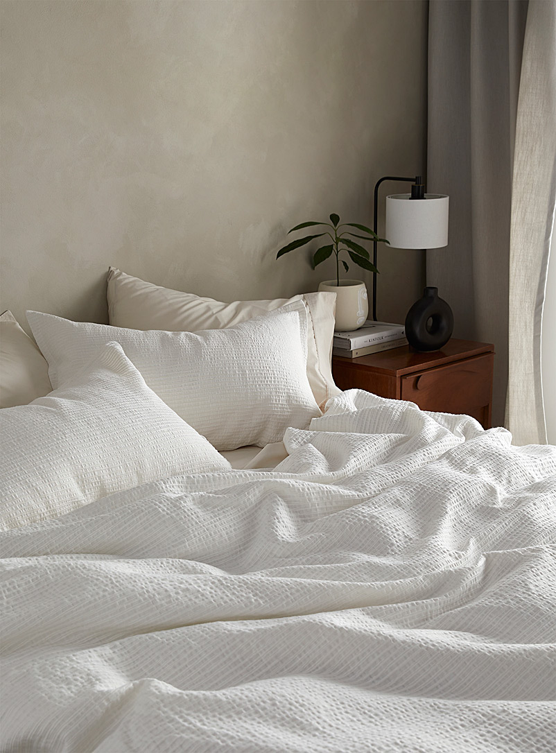 Embossed stripe duvet cover set