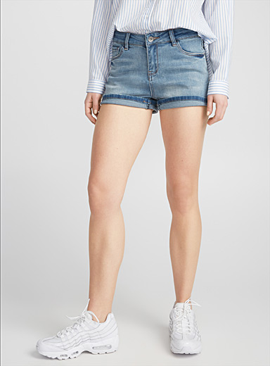 Le short jeans bleu stretch