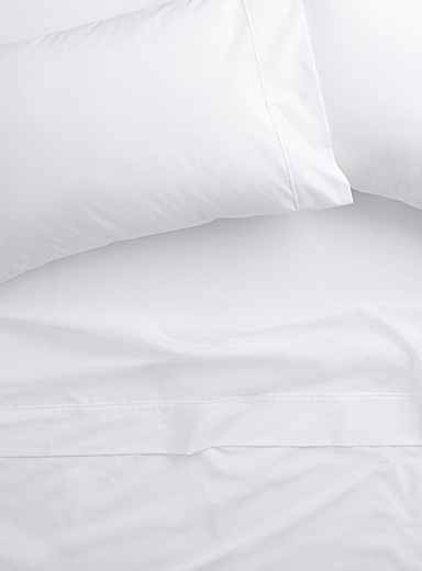 Simons Maison White Colourful 200-thread-count percale plus sheet  Fits mattresses up to 15 in.