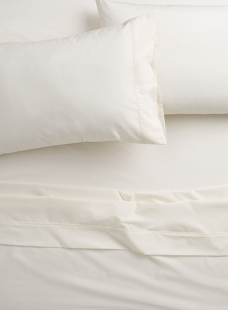 Colourful percale plus sheet, 200 thread count  Fits mattresses up to 15 in. - Percale Plus - Ivory White