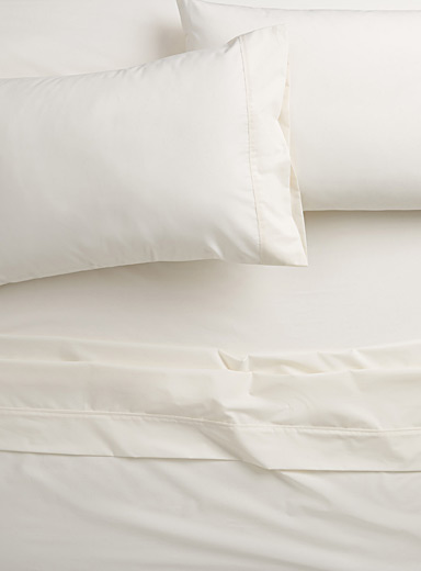 Colourful percale plus sheet, 200 thread count <br>Fits mattresses up to 15 in.