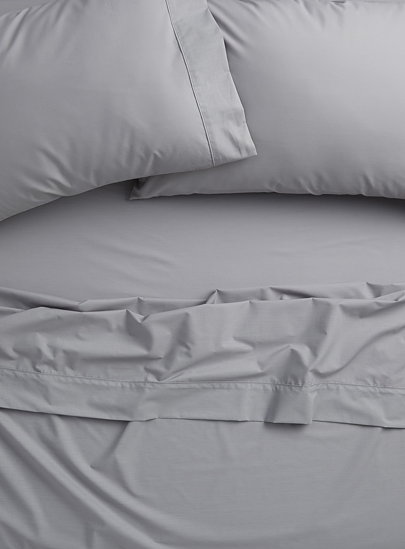 Colourful percale plus sheet, 200 thread count  Fits mattresses up to 15 in. - Percale Plus - Light Grey