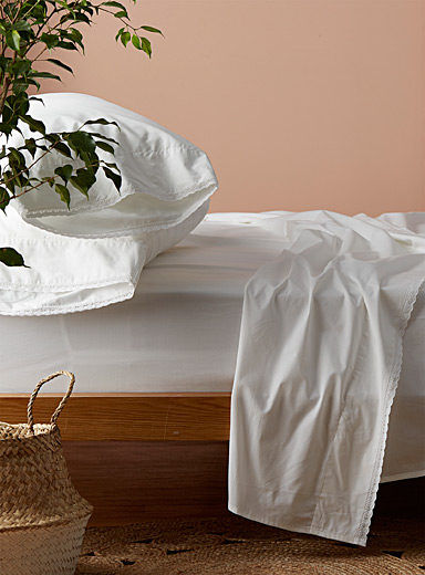 Crochet trim 200 thread count sheet set Fits mattresses up to 16 in.