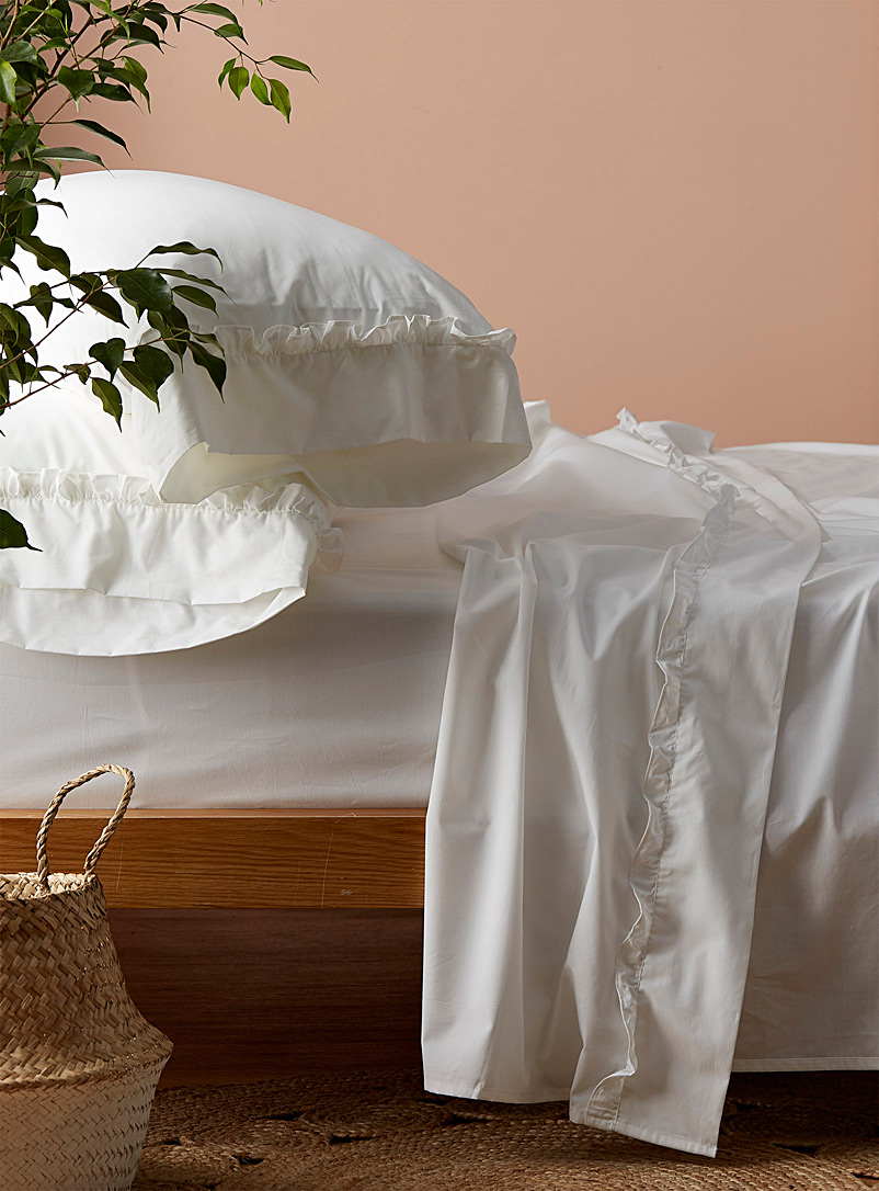 Simons Maison White Ruffle-trim 200-thread-count sheet set Fits mattresses up to 16 in.