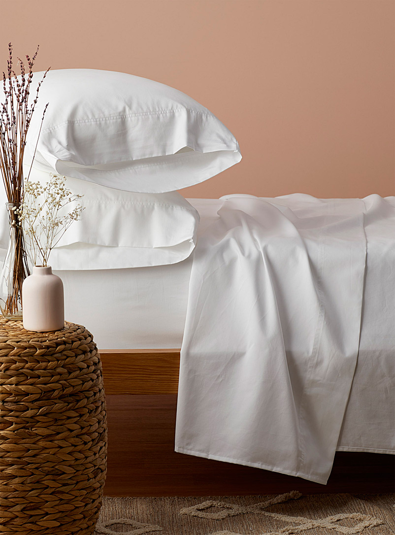 Simons Maison White 400-thread-count organic cotton sheet set Fits mattresses up to 16 in.