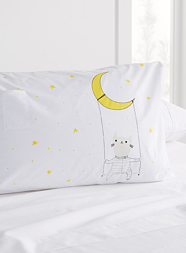 Dreaming cat pillowcase