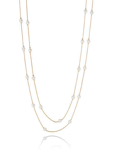 Long pearly necklace