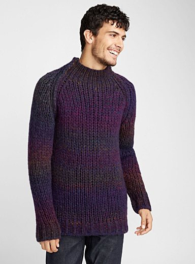 Le pull col montant ultraviolet