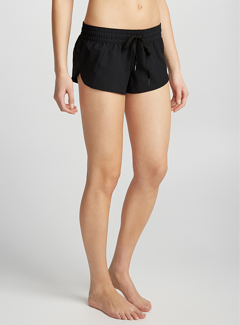 black-fluid-short