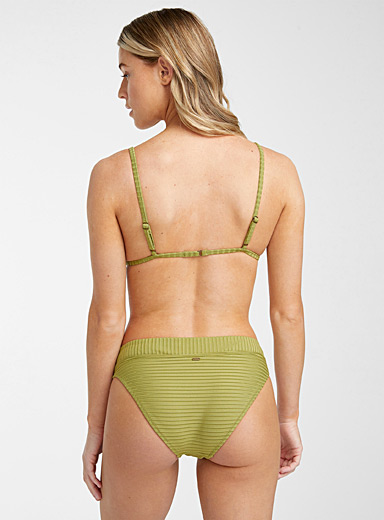 Wide ribbed embossed bottom