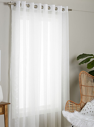 Extra-wide vertical stripe sheer curtain <br>300 x 220 cm