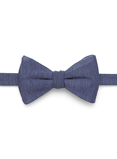Colourful piqué bow tie