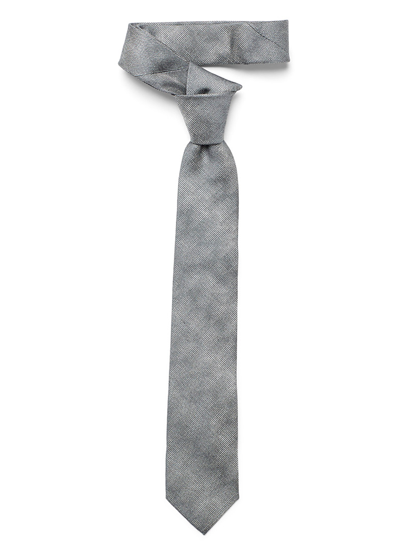 optical-pixelated-tie