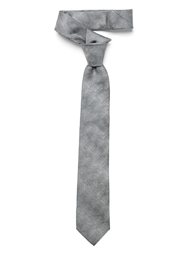 Optical pixelated tie