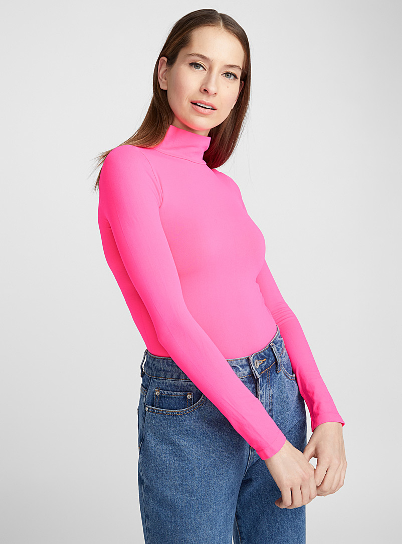 seamless-stretch-high-neck-top