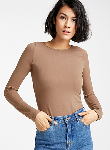 Long-sleeve neutral tee