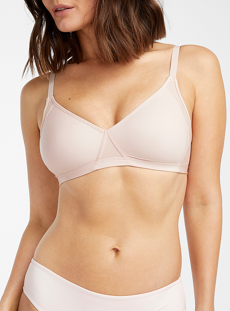 Smoothing wireless bra