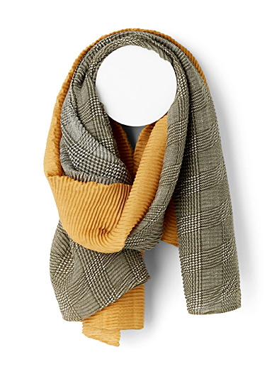 Two-tone gathered scarf