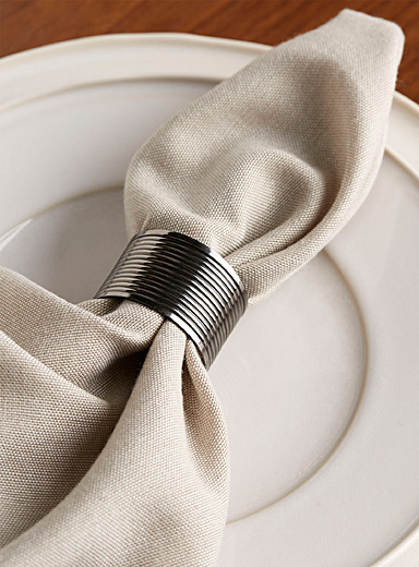 Ribbed metal napkin ring