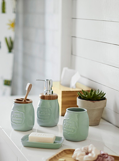 Water and wood ceramic accessories