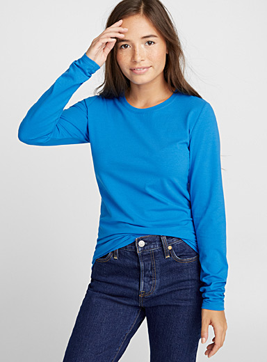 Long-sleeve crew-neck solid tee