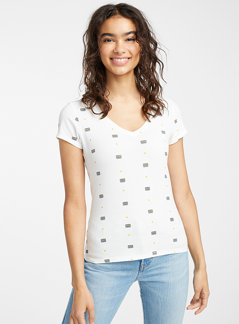 Twik White Organic cotton printed V-neck tee for women