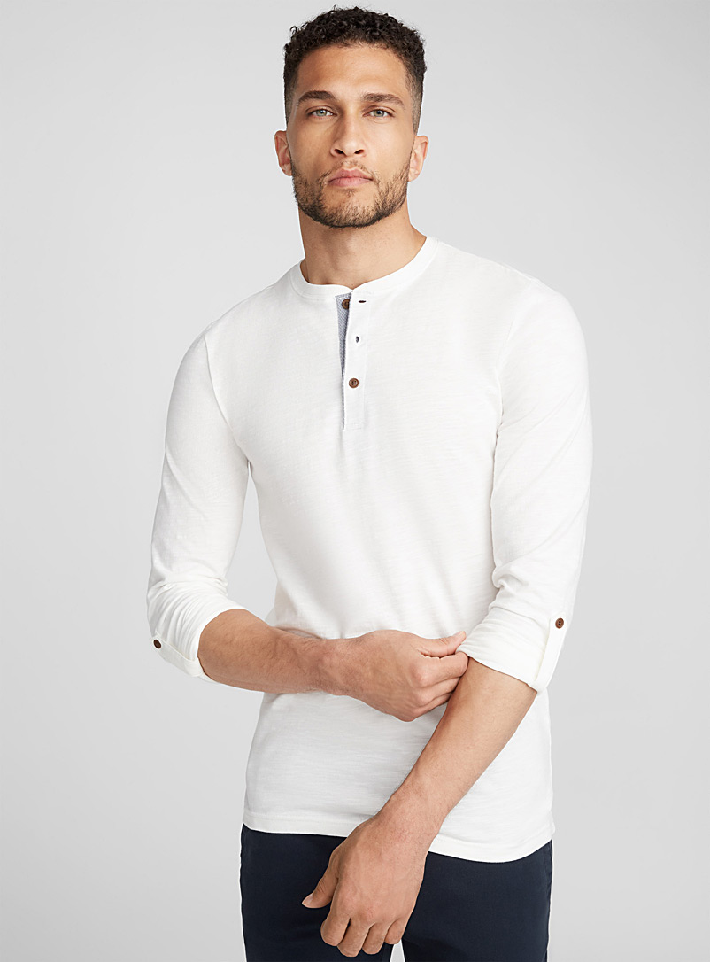 trimmed-button-collar-t-shirt