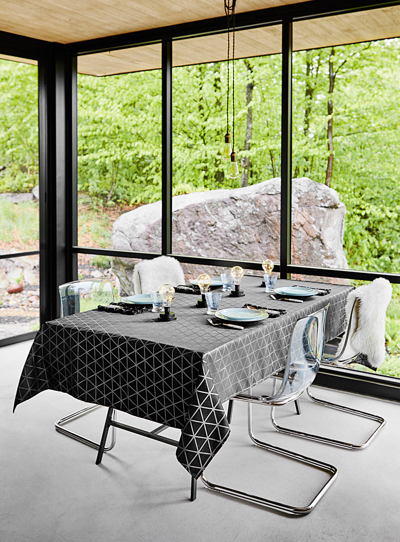 Optical diamond tablecloth - Solid - Patterned Black