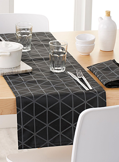 Optical diamond table runner  35 x 180 cm