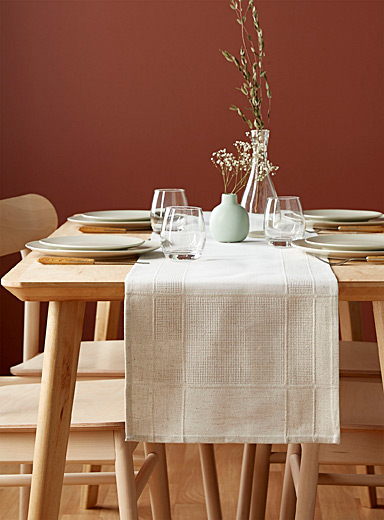 Faux linen-border jacquard table runner