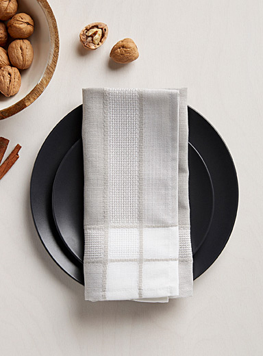 Neutral-border jacquard napkin