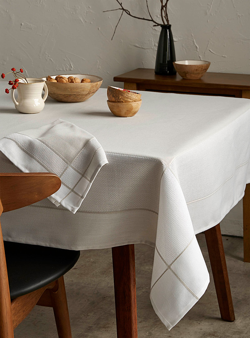 Refined white border jacquard tablecloth
