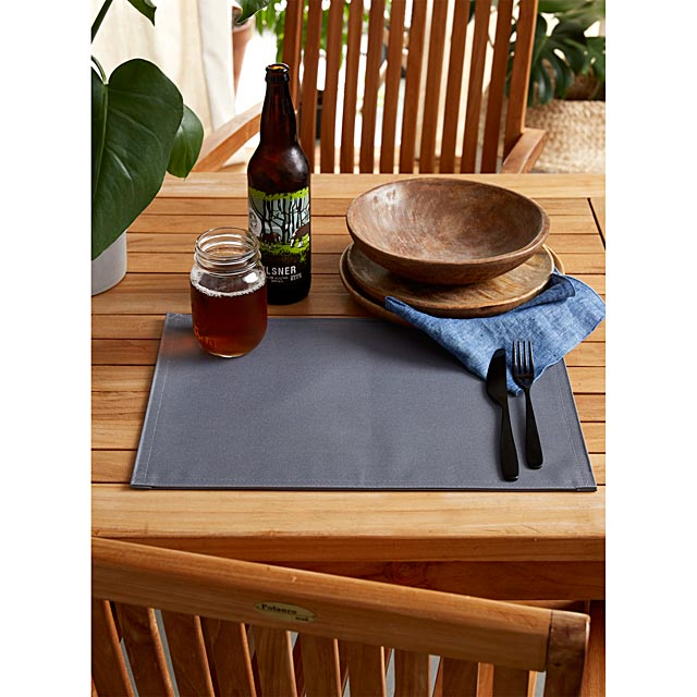 solid-outdoor-placemat