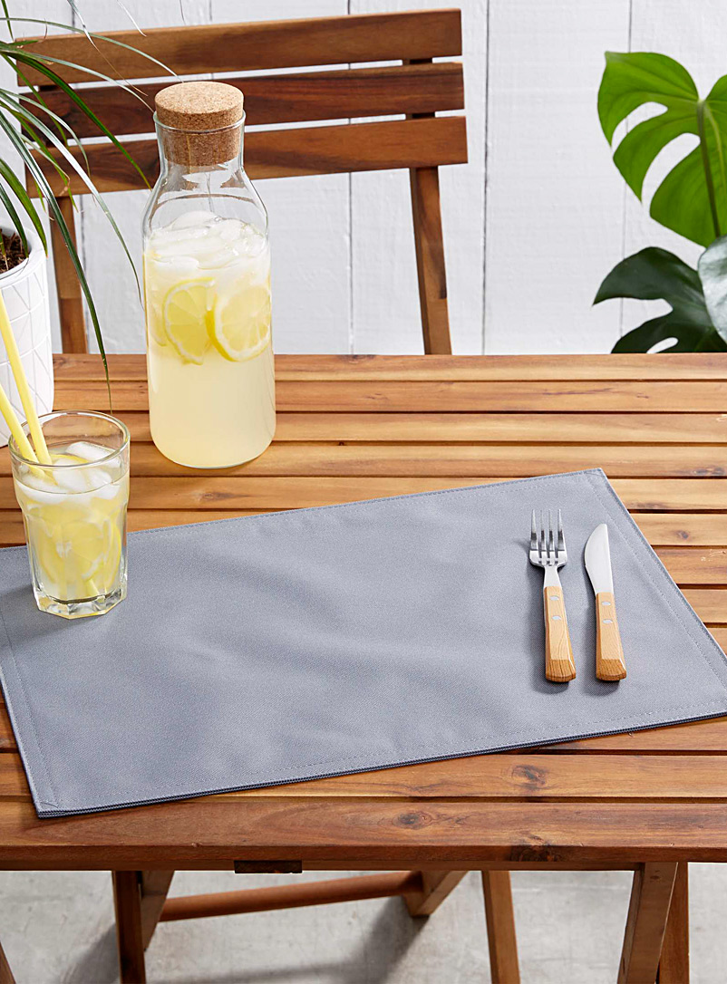 Live Outside solid placemat - Vinyl - Grey
