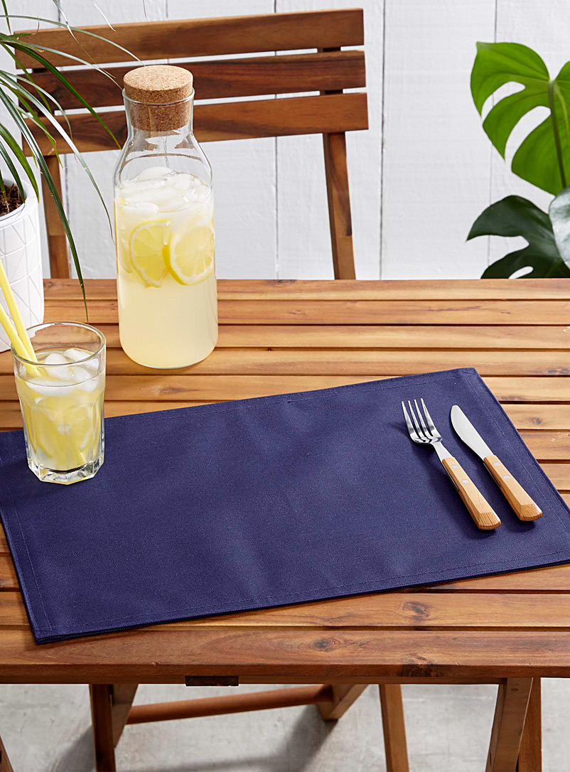 live-outside-solid-placemat