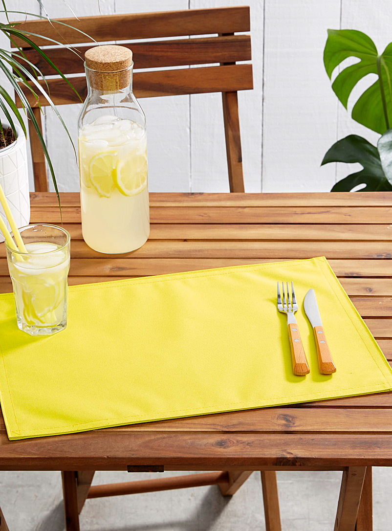 Live Outside solid placemat - Vinyl - Medium Yellow