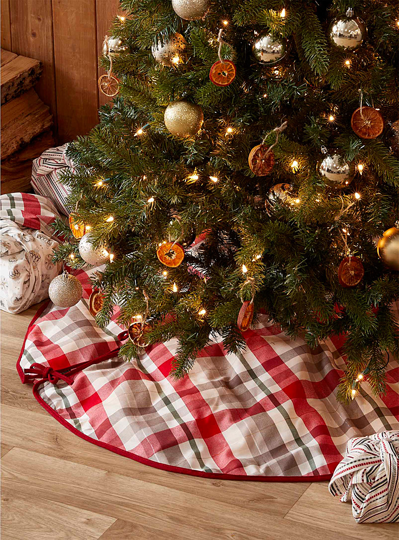 Simons Maison Assorted Gold thread check tree skirt