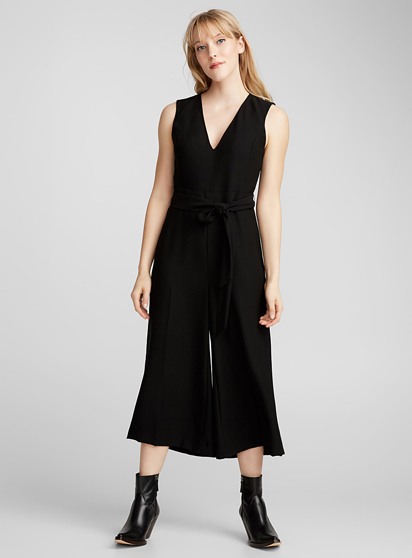 V-neck belted jumpsuit - Dresses - Black