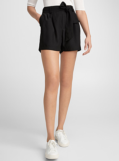 Ribbon-waist crepe short