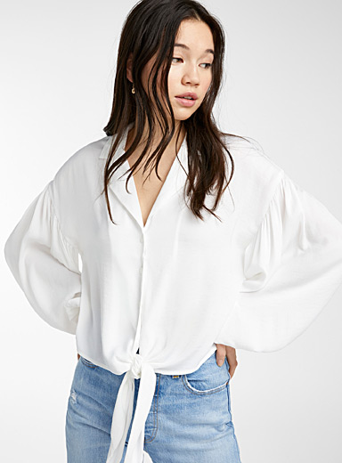 Accent buckle puff-sleeve blouse