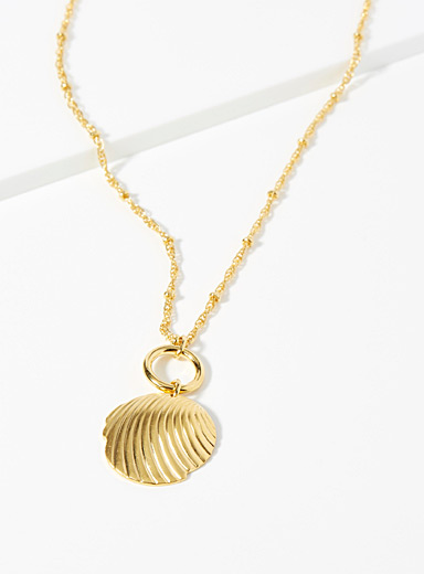 Stylized seashell necklace