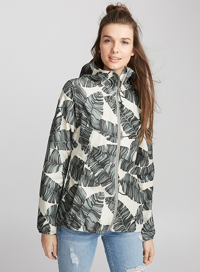 voyage-packable-raincoat