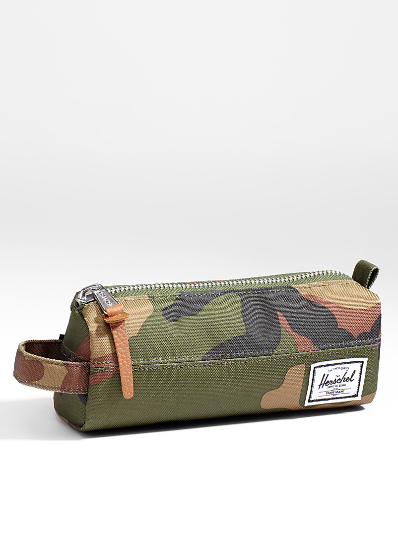 Settlement pencil case - Assorted Extras - Patterned Green