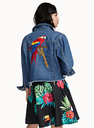 Parrot embroidery raw-cut jean jacket