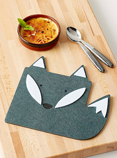 Winter fox felt trivet  22 x 23 cm