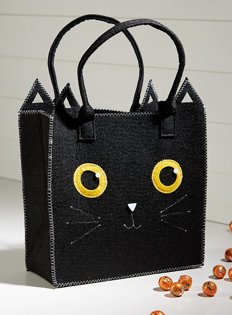 Black cat felt bag