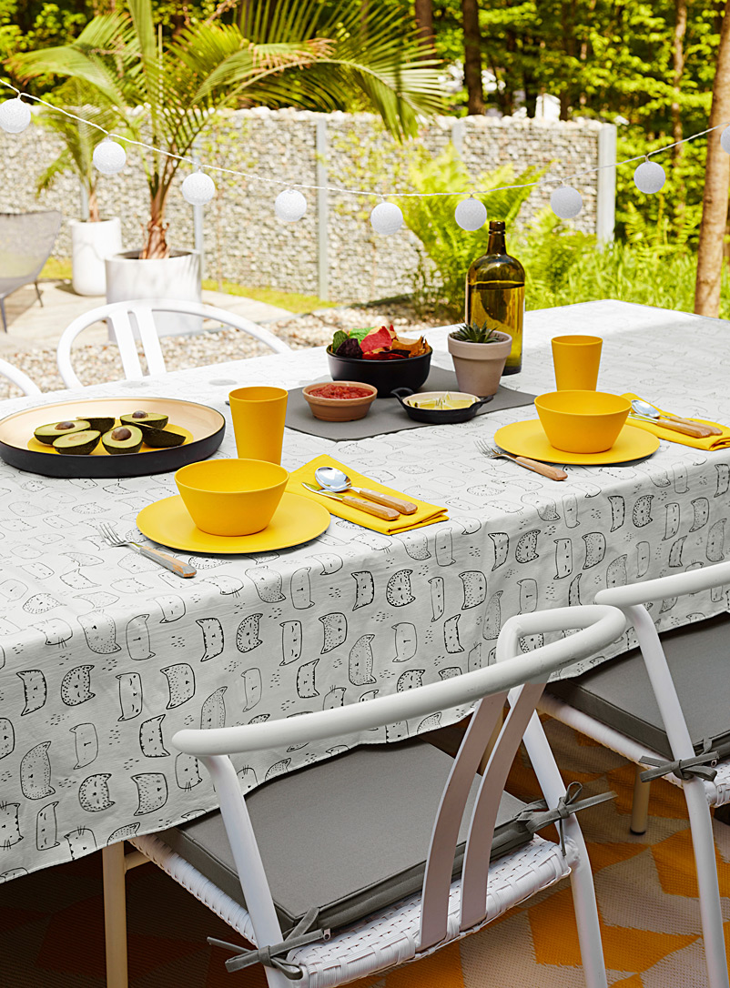 Purring kittens vinyl tablecloth