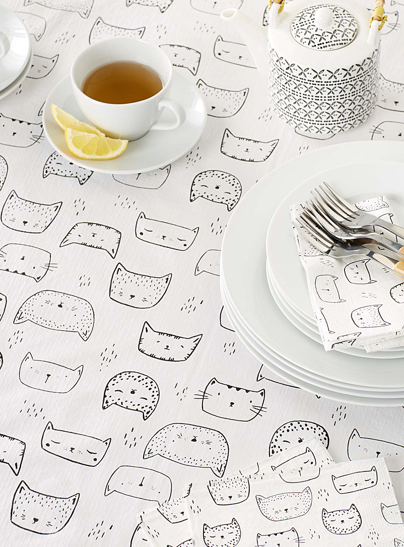 Simons Maison Patterned White Purring kittens vinyl tablecloth